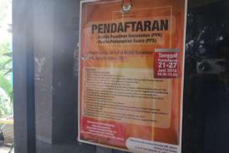 Sejumlah pemberitahuan terkait pendaftaran anggota Panitia Pemungutan Suara (PPS) telah disebar pihak kelurahan, namun antusiasme masyarakat tampaknya masih kurang untuk ikut serta pada Pilkada DKI 2017