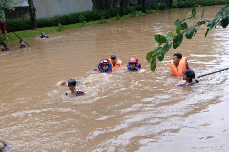 Seorang remaja berinisial NRI (13) ditemukan tewas di Danau Taman Maja, Lenteng Agung, Jagakarsa, Jakarta pada Senin (26/10/2020) sore.