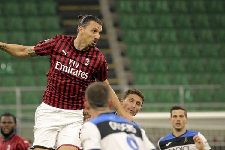 Aksi Zlatan Ibrahimovic dalam laga AC Milan vs Atalanta, di Stadion San Siro, Jumat (24/7/2020) malam waktu setempat atau Sabtu (25/7/2020) dini hari WIB.