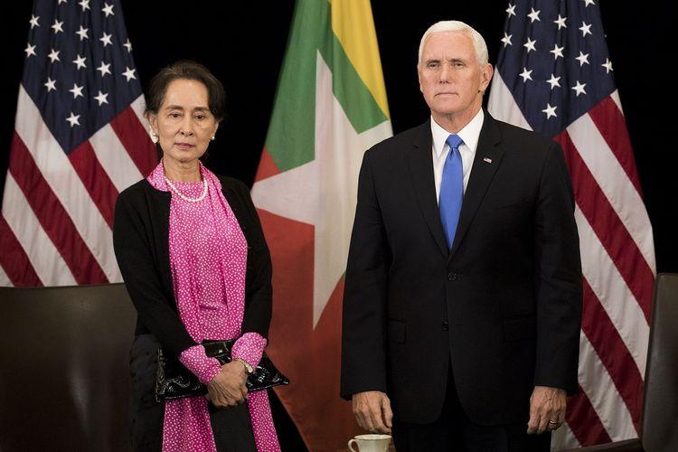 Wakil Presiden Amerika Serikat Mike Pence bertemu Kanselir Myanmar Aung San Suu Kyi dalam forum ASEAN di Singapura Rabu (14/11/2018).
