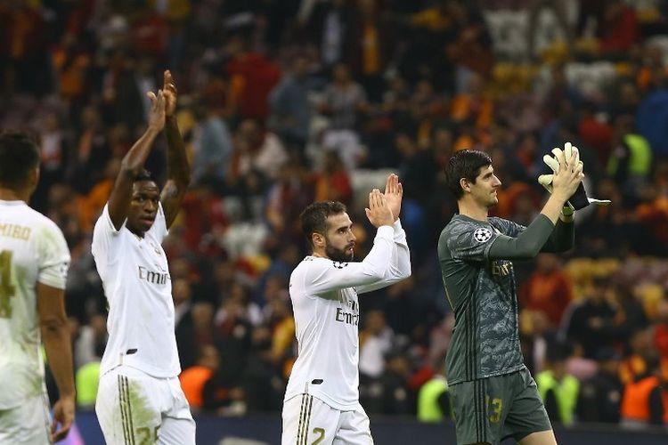 Thibaut Courtois dkk membalas aplaus penonton usai pertandingan Galatasaray vs Real Madrid dalam lanjutan Liga Champions di Stadion Ali Sami Yen, 22 Oktober 2019.
