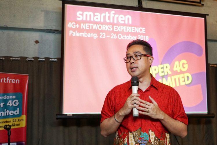 Chief Brand Officer Smartfren, Roberto Saputra.