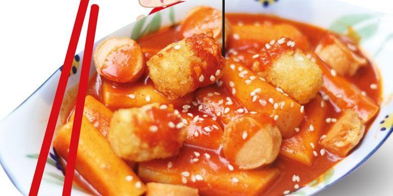 Topoki, jajanan Korea yang menjadi salah satu menu andalan di Cooking Oppa. Topoki merupakan kue beras yang dibubuhi saus pedas di atasnya.