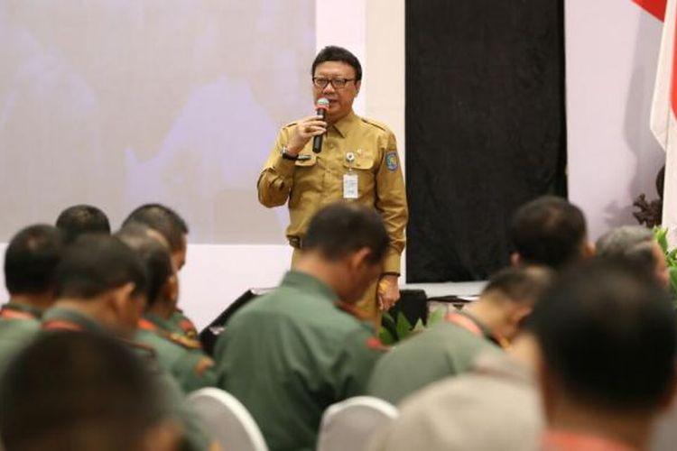 Menteng Dalam Negeri Tjahko Kumolo memberikan arahan kepada perwakilan 101 daerah peserta pemilu serak 2017 di Hotel Bidakara, Jakarta, Selasa (31/1/2017)