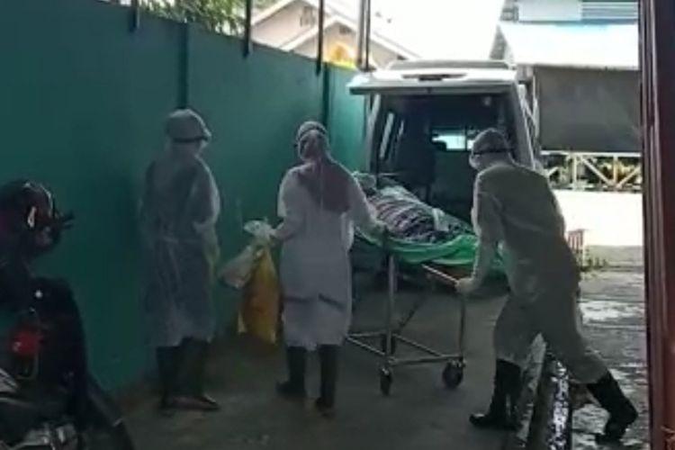 Dua warga Tanjungpinang, Kepulauan Riau (Kepri) yang sempat ditempatkan di ruang isolasi karena diduga terpapar virus corona Rumah Sakit Umum Provinsi (RSUP) Raja Ahmad Tabib Tanjungpinang akhirnya ditempatkan ke ruang biasa.