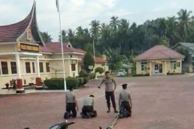 Oknum perwira polisi memukul tiga bintara di depan Mapolres Padang Pariaman, Sumbar
