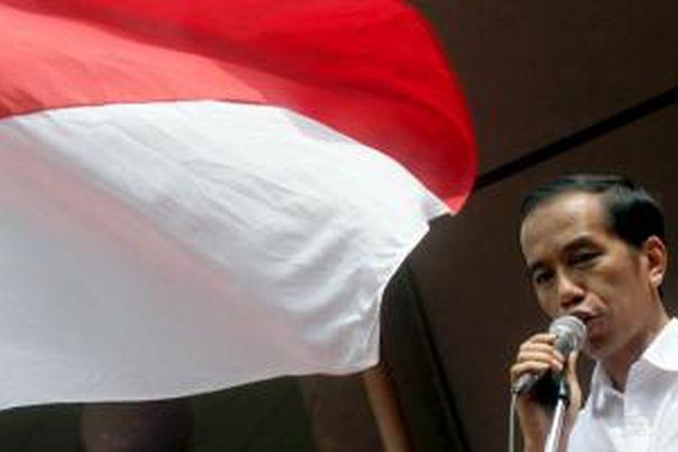 Bakal calon presiden Joko Widodo (Jokowi) saat acara deklarasi dirinya yang akan berpasangan dengan Jusuf Kalla sebagai bakal calon wakil presiden di Gedung Joang 45, Jalan Menteng Raya, Menteng, Jakarta Pusat, Senin (19/5/2014). Pasangan itu diusung empat partai, yaitu PDI Perjuangan, NasDem, PKB, dan Hanura.