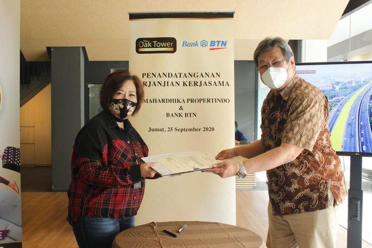 Executive Vice President Nonsubsidized Mortgage & Personal Lending Division (NSLD) Bank BTN Suryanti Agustinar dan Direktur Utama PT Mahardhika Propertindo Sentot Sudaryono menandatangani perjanjian kerjasama KPA 3 persen