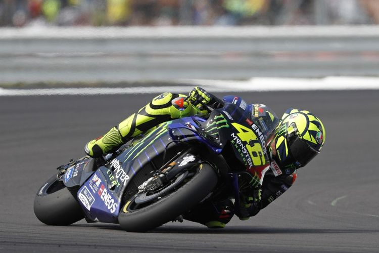 Monster Energy Yamahas Italian rider Valentino Rossi rides his motorbike during the Moto GP race of the British Grand Prix at Silverstone circuit in Northamptonshire, central England, on August 25, 2019. (Photo by Adrian DENNIS / AFP)