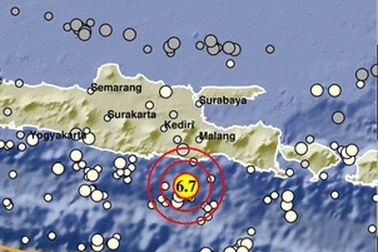 Gempa 6,7 M pada Sabtu (10/4/2021) pukul 14.00 WIB. Guncangan gempa dirasakan warga di wilayah Jawa Timur, Jawa Tengah, dan DI Yogyakarta.