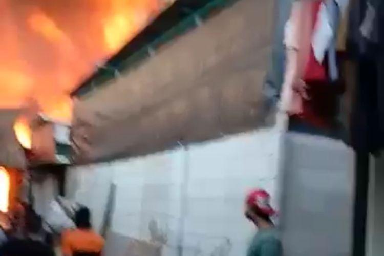 Kebakaran di jalan Pasar Dangdut, Kapuk, Cengkareng, Jakarta Barat pada Senin (29/6/2020) sore