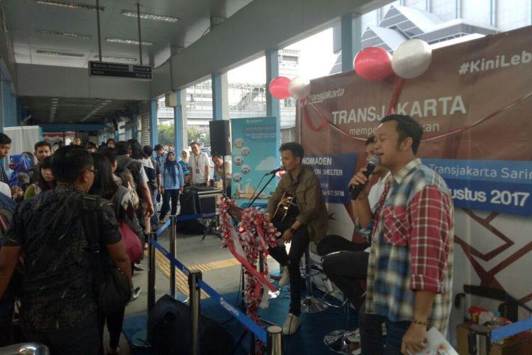 Suasana acara musik Nomaden #Selebrasi (Selebritas beraksi) 17-an di Halte TransJakarta Sarinah, Thamrin, Jakarta Pusat, Selasa (21/8/2017).