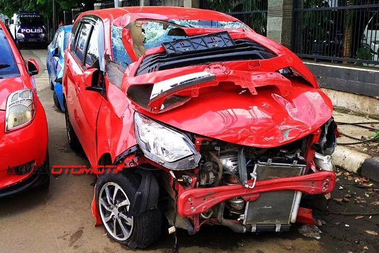 Ilustrasi kecelakaan tabrakan mobil di Jakarta.