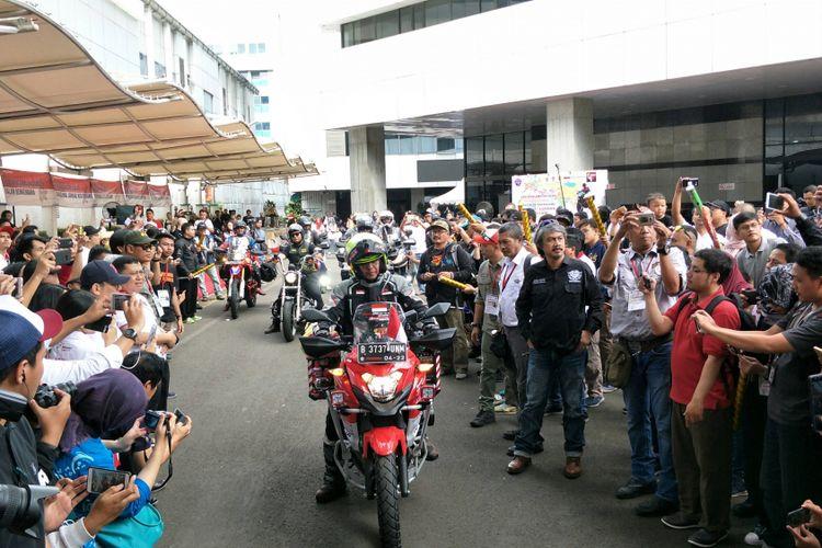 Acara pelepasan pemotor tunggal (solo rider) asal Indonesia yakni Stephen Langitan akan melakukan perjalanan dari Jakarta menuju London, Inggris di Kementerian Perhubungan, Jakarta, Minggu (25/3/2018).