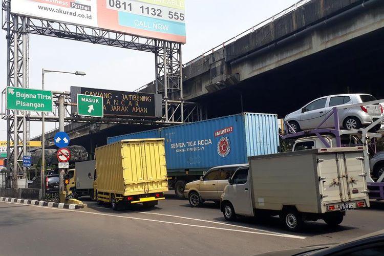 Olah TKP Kecelakaan Truk Pertamina Selesai, GT Rawamangun dan Jalan Tol Wiyoto Wiyono Kembali dibuka, Rabu (24/7/2019).