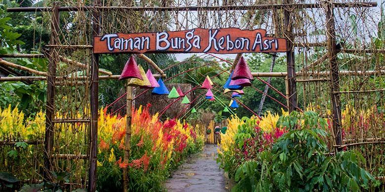 Pintu masuk Taman Bunga Kebon Asri di Bayat, Klaten