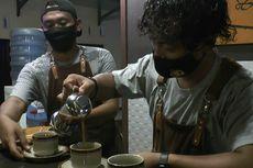Polisi Berdandan ala Barista, Sajikan Kopi Gratis untuk Pengunjung Polsek