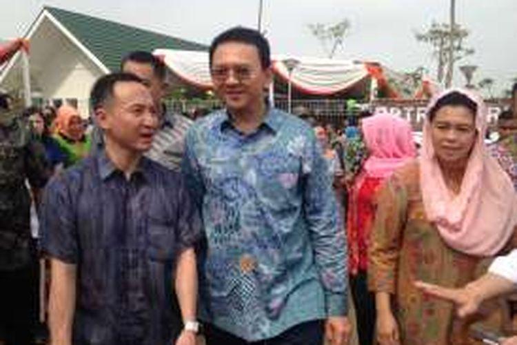 Gubernur DKI Jakarta Basuki Tjahaja Purnama bersama Yenny Wahid dari Wahid Institute menghadiri acara bersama di Rusunawa Daan Mogot, Jakarta Barat, Sabtu (5/3/2016).