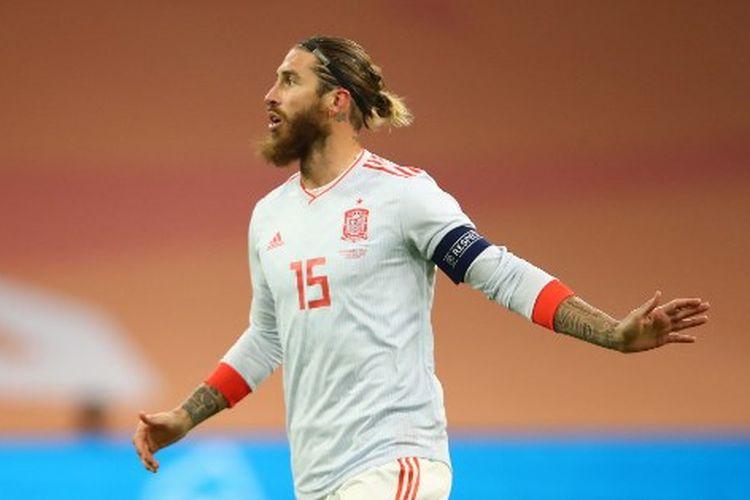 Sergio Ramos saat tampil pada laga uji coba internasional yang mempertemukan Belanda vs Spanyol du Johan Cruijff ArenA, Kamis (12/11/2020) dini hari WIB.
