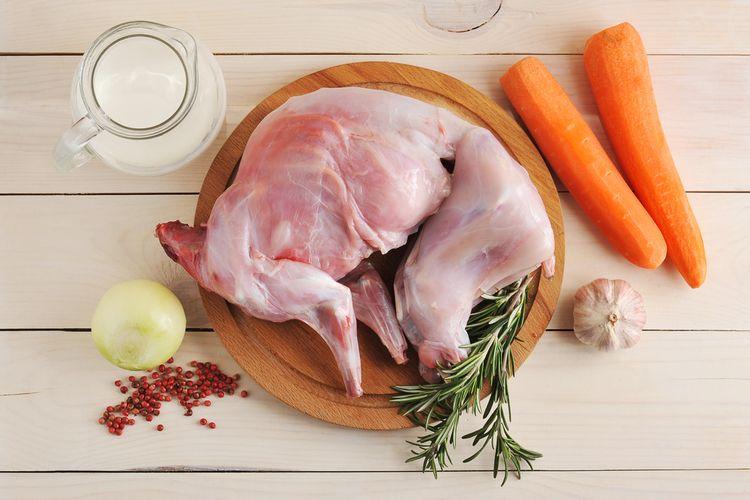 Ilustrasi daging kelinci mentah.