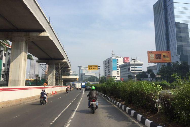 Lalu lintas yang biasa padat di Jalan MT Haryono, Jakarta Timur, tampak lengang pada Selasa (4/6/2019).