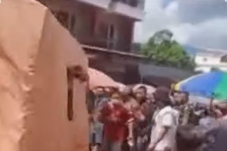 Penolakan rapid test massal di Pasar Pinangsungkulan Manado, Sulawesi Utara, Senin (22/6/2020).