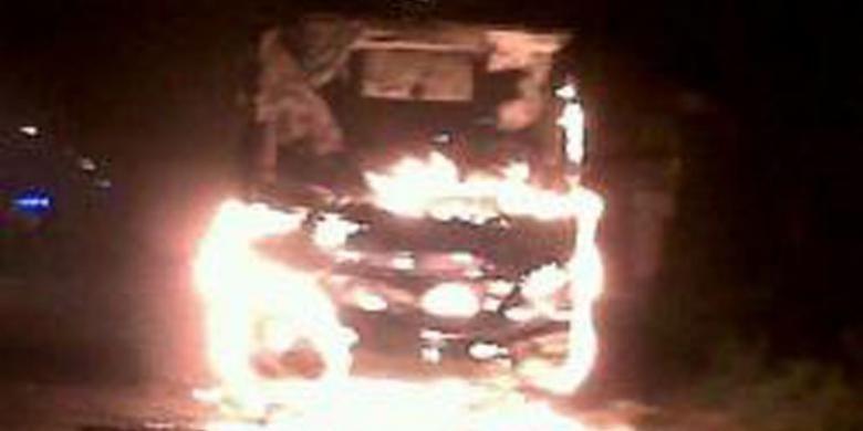 Ilustrasi bus terbakar