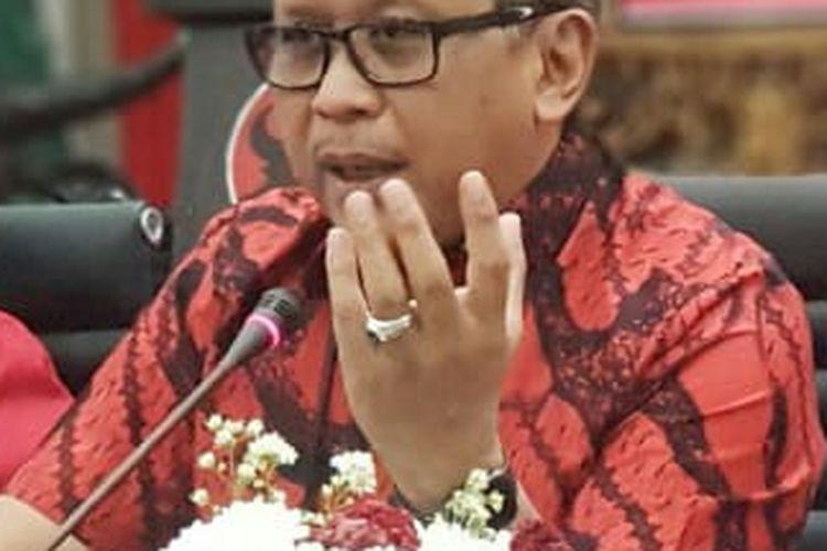 Hasto Kristiyanto memberikan paparan dalam diskusi di DPP PDI-P, Senin (5/8/2019).