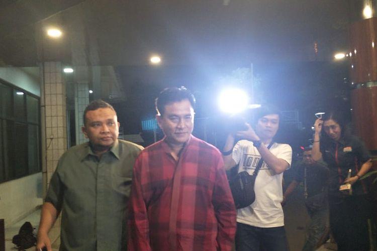Yusril Izha Mahendra menjenguk Wiranto di RSPAD Gatot Subroto, Jakarta Pusat, Sabtu (12/10/2019).