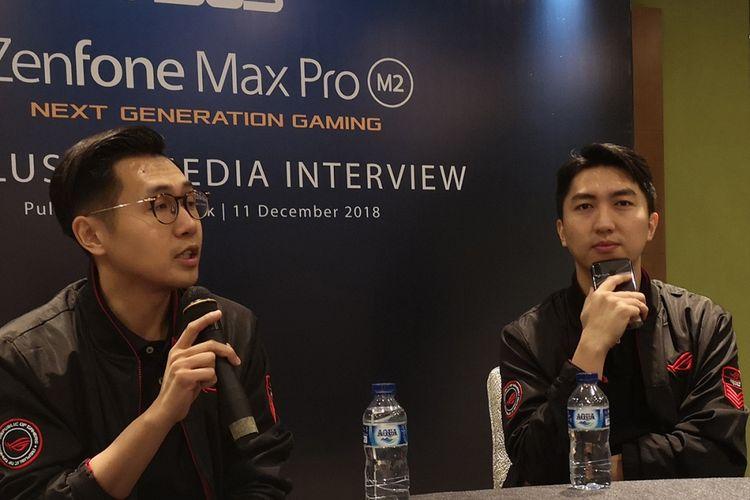 Asus Regional Marketing Manager Indonesia and Malaysia Galip Fu (kanan), dan Asus South East Asia Regional Director Jimmy Lin dalam sesi wawancara seusai acara peluncuran smartphone Asus ZenFone Max M2 dan Max Pro M2 di Jakarta, Selasa (11/12/2018).