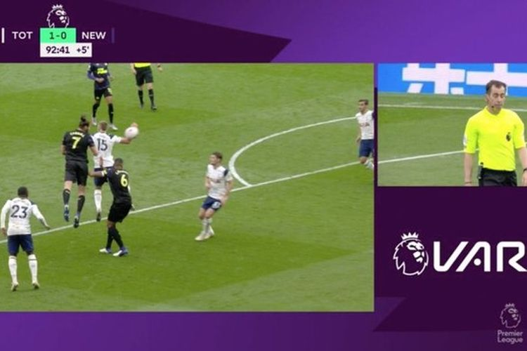 Insiden handball Eric Dier pada laga Tottenham vs Newcastle.