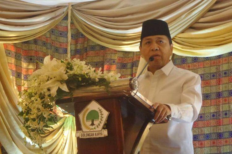 Ketua umum DPP Partai Golkar Setya Novanto saat membawakan sambutan pada acara buka bersama di kediaman dinasnya di Widya Chandra, Jakarta Selatan, Rabu (7/6/2017).