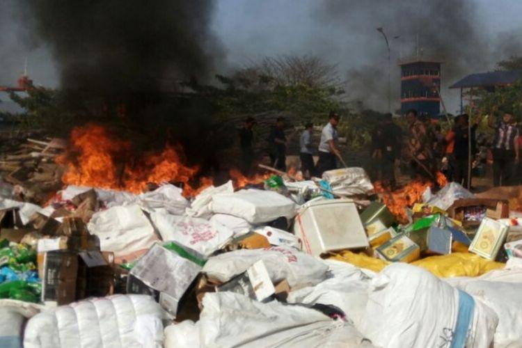 Ribuan barang hasil penegahan pada Januari dan Februari 2018 dari tangkapan 10 kapal dimusnahkan di Kanwil DJBC Khusus Kepri, terdiri dari sembako, pakaian, dan barang elektronik.