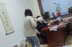 Video Viral Bos Dipukuli Karyawati dengan Tongkat Pel karena Chat Mesum, Akhirnya Dipecat