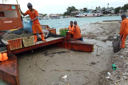 63 Meter Kubik Material Vulkanik Anak Krakatau Diangkut dari Kepulauan Seribu
