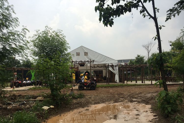 Xtrack ATV Adventure wahana bermain ATV yang ada di Summarecon Mal Bekasi, Kota Bekasi, Jumat (17/11/2017).