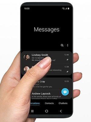 Tampilan aplikasi pesan di Samsung One UI.