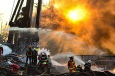 Pasca-kebakaran, Pertamina Terjunkan Tim Sterilkan Tumpahan Minyak