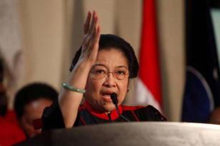 Ketua Umum Partai Demokrasi Indonesia Perjuangan, Megawati Soekarnoputri memberi sambutan saat acara deklarasi dukungan terhadap Joko Widodo sebagai calon presiden di Kantor DPP PDI-P, Jakarta, Rabu (14/5/2014).