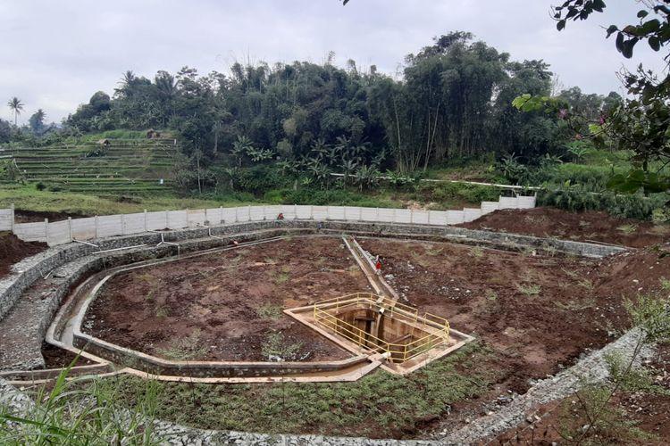 Pekerjaan penanganan longsor di Jalan Tol Cipularang Km 118+600.