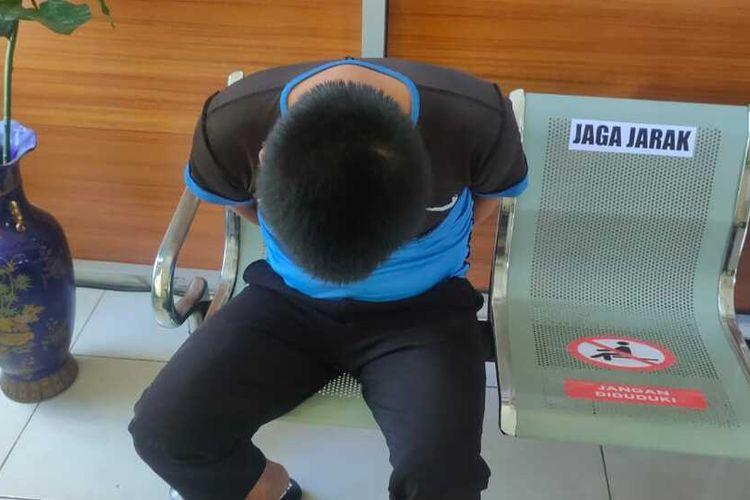 JZA (25) pelaku pencabulan terhadap seorang wanita yang sedang jogging ketika diamankan di Polrestabes Palembang, Minggu (21/6/2020).