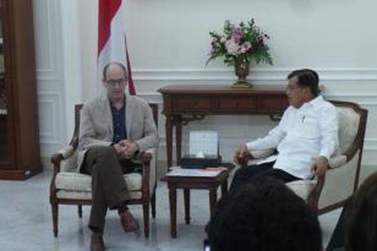 Wakil Presiden Jusuf Kalla menerima kedatangan CEO Twitter Dick Costolo di Istana Wakil Presiden Jakarta, Kamis (26/3/21015)