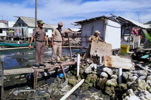 Pemerintah Bongkar Jamban Apung di Pulau Kelapa