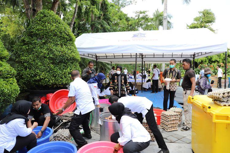 Pemerintah Kota Surabaya membuka posko dan dapur umum pasca terdapat 6 pasien di Surabaya yang dinyatakan positif terinfeksi virus corona, Rabu (18/3/2020).