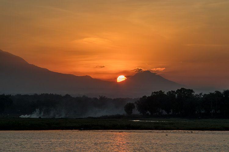Momen Sunset di Waduk Cengklik Boyolali.
