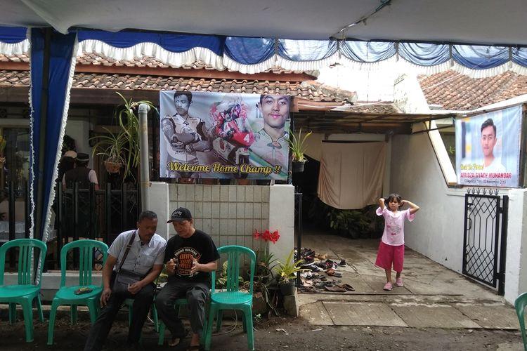 Rumah duka pembalap asal Indonesia Afridza Munandar yang meninggal di Sepang Malaysia terus didatangi para pelayat di Perum Tamansari Indah  Kota Tasikmalaya, Senin (4/11/2019).