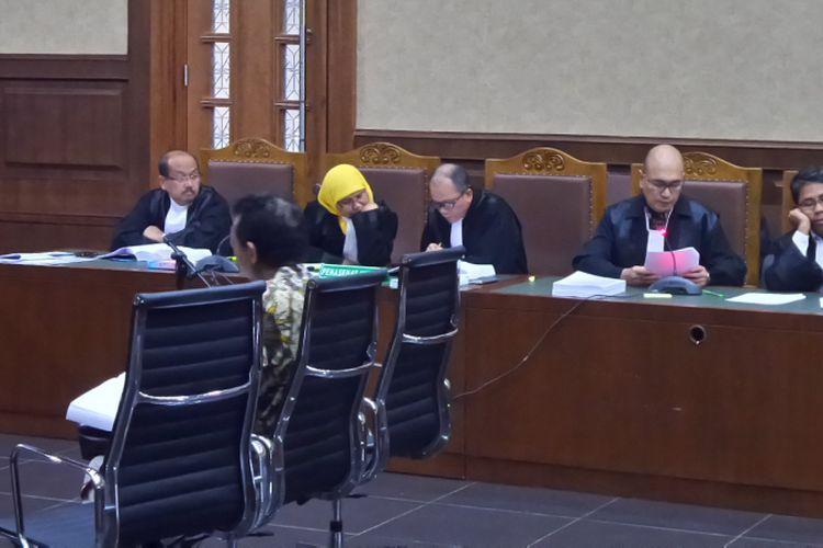 Pejabat Ditjen Pajak, Handang Soekarno, sebagai terdakwa di Pengadilan Tipikor Jakarta, Senin (10/7/2017).
