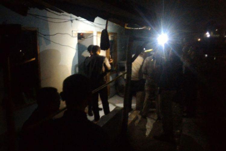 Rumah kontrakan pelaku bom panci di Kampung Kubang Bereum RT 7 RW 11 Kelurahan Sekejati, Kecamatan Buahbatu, Kota Bandung, Jawa Barat.