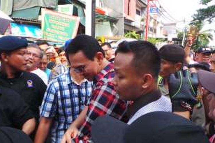 Calon gubernur DKI Jakarta Basuki Tjahaja Purnama atau Ahok berkampanye di Pulomas Barat, Jakarta Timur, Rabu (23/11/2016).