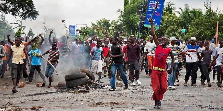 Selama dua pekan terakhir rakyat Burundi turun ke jalan melakukan unjuk rasa menentang keinginan Presiden Pierre Nkurunziza untuk memperpanjang masa jabatannya.
